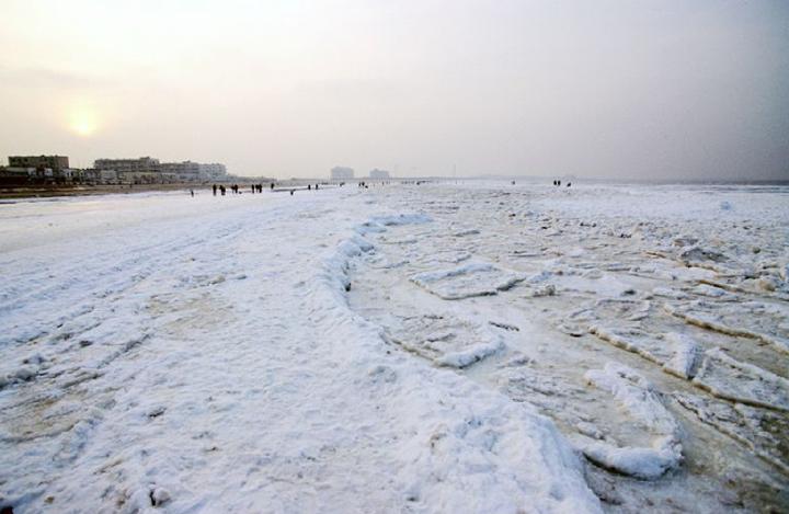 La banquise à Dunkerque, plage de Malo-les-Bains à 14h. © D.Raux