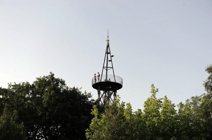 Haut de quinze mètres, cette tour métallique réalisée en 1863, est l'oeuvre de l'architecte Paul Régnault qui eut comme assistant un certain Gustave Eiffel. © D.Raux