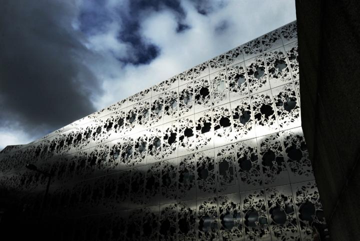 """Façade """"Tout Inox"""". Immeuble du Conseil départemental de Loire-Atlantique à Nantes. © Photo Didier Raux"""