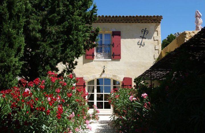 Le hameau des Baux, réplique parfaite d'un ensemble de bâtisses du XIXème siècle, tout droit sorti d'un roman de Pagnol ou de Giono. © Photos D.Raux