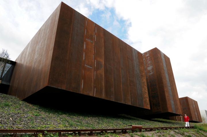 Leur projet place le musée sur le flanc nord du jardin du Foirail entièrement réhabilité.Leur projet place le musée sur le flanc nord du jardin du Foirail entièrement réhabilité.