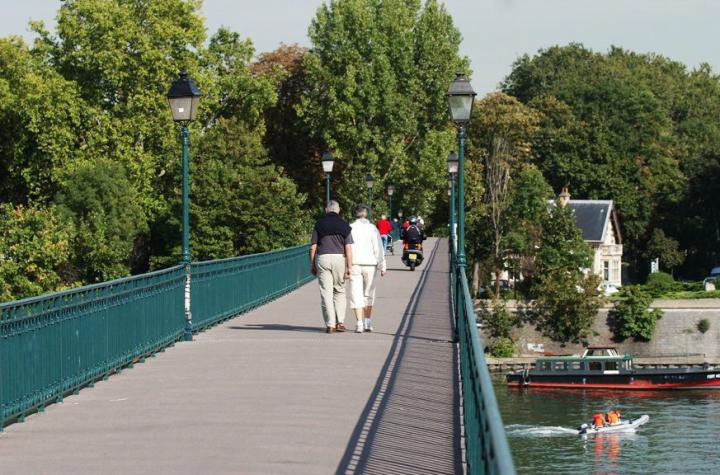 La passerelle aqueduc de l'Avre de Saint-Cloud au bois de Boulogne. © Photos Didier Raux