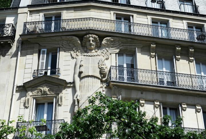 La cariatide géante à Paris © Photo D.Raux