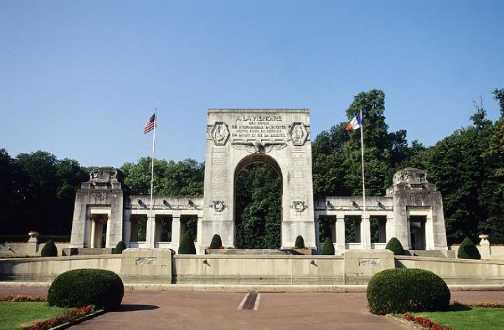 En l'honneur de ces 68 pilotes morts durant la guerre, soixante-huit sarcophages reposent dans la crypte, sous le monument. Toutefois, seuls 49 contiennent les dépouilles des pilotes. © Photos Didier Raux