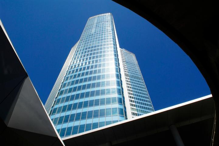 La tour a été transformée en 2007-2011. La transformation a porté sa hauteur à 231 mètres, ce qui en fait le plus haut gratte-ciel de France devant la Tour Montparnasse. © Photo Didier Raux