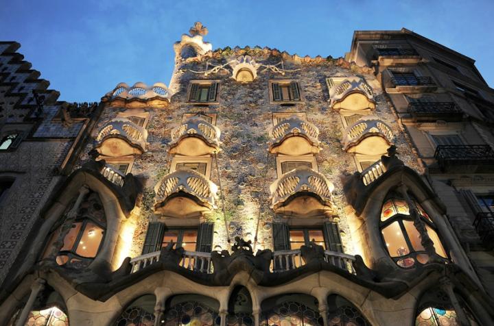 Les travaux s'achèvent en 1906. Gaudí a réalisé une rénovation intégrale de l'immeuble avec des techniques innovantes. © Photos Didier Raux