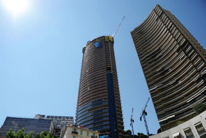 Haute de 170 mètres, cette tour comportera entre autres, 70 appartements de luxe. La Tour Odéon est un des rares gratte-ciel à s'être élevé dans la ville de Monaco depuis de nombreuses années. © Photo Didier Raux