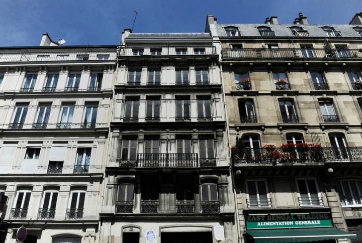 145 rue La Fayette, 10e arrondissement : puits de ventilation du RER B1,  l'immeuble est en réalité qu'une simple bouche d'aération (géante) de la RATP. © Photo Didier Raux