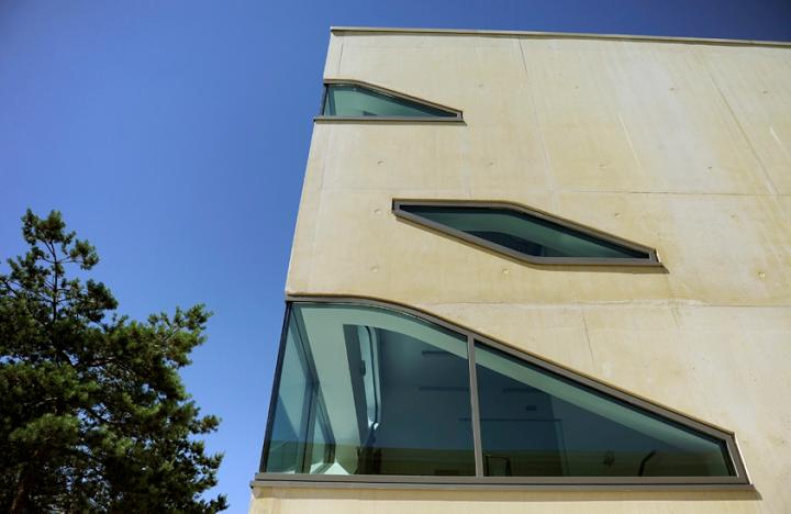 Le nouveau centre culturel Robert Doisneau à Meudon-la-Forêt. © Photo Didier Raux