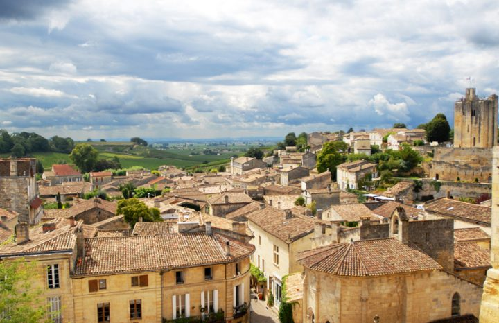 Le village avec les vignobles en arrière-plan © Didier Raux