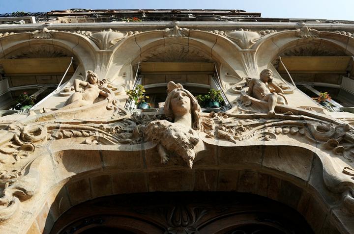 Cet immeuble, avec son désordre architectural, sa démesure ornementale, provoque une émotion inédite. © Photo Didier Raux
