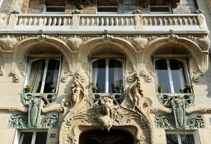 Le 29 avenue Rapp, est certainement, avec le Castel Béranger et les entrées de métro de Guimard, une sorte de symbole de l'Art Nouveau parisien. © Photo Didier Raux