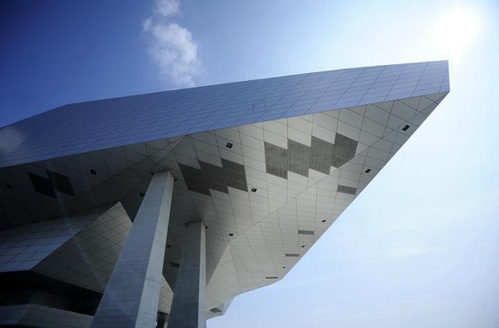 Au-delà d'un emplacement géographique qui le définit, le musée des Confluences – qui porte avec beaucoup de justesse son nom – est une philosophie de la rencontre, un goût de l'échange, une intelligence de regards croisés. Photos Didier Raux