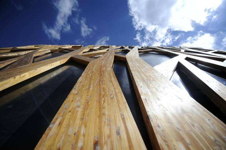 « C'est un bâtiment unique et sculptural qui participe au dynamisme de la ville et des Hauts-de-Seine. Ce sera un lieu d'échange et de partage », explique Ilham Laraqui, l'un des deux architectes du projet avec Marc Bringer. © Photos Didier Raux