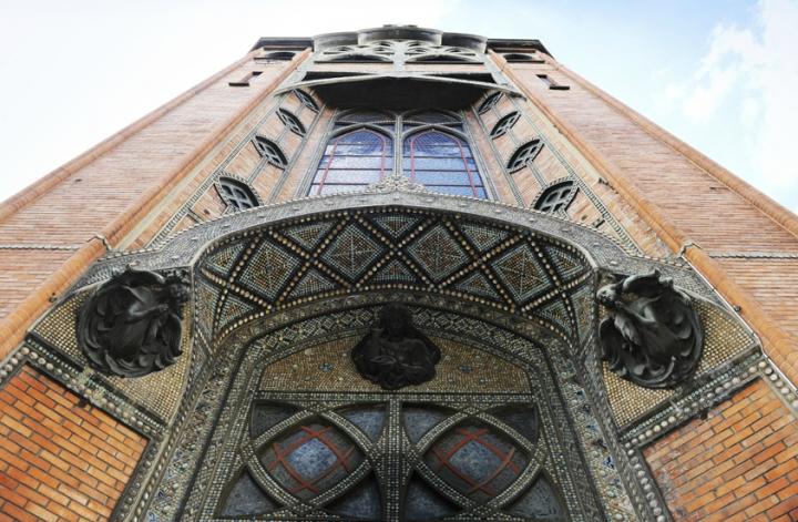L'église Saint-Jean de Montmartre, est l'une des rares églises parisiennes de style Art Nouveau. Trouver une église en briques et ciment armé à Paris n'est pas si courant ! © Photos Didier Raux
