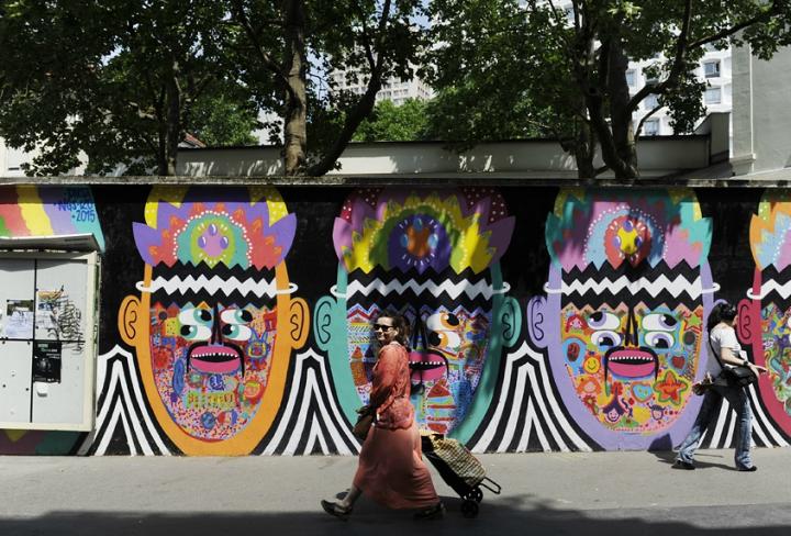 Street Art, la Butte aux Cailles est devenu un terrain de jeux et de création pour les artistes de rue. A toute époque de l'année, on découvre sur ses murs des créations de Miss Tic, Speedy Graphito ou Jeff Aérosol. © Photos Didier Raux