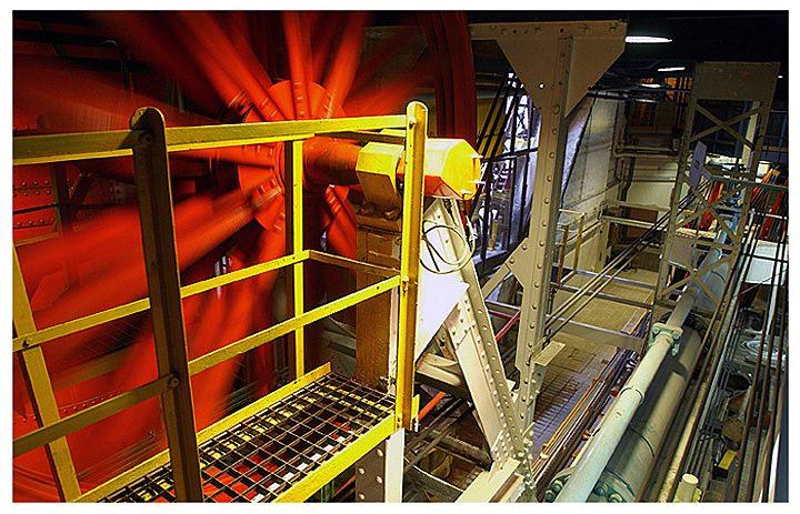 La machinerie des ascenseurs et ses roues titanesques. © Didier  Raux