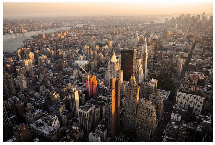 Vision panoramique sur Manhattan du haut l'Empire State Building. Vers le sud de Manhattan ,l'Est River et Brooklyn. © Photo Didier Raux