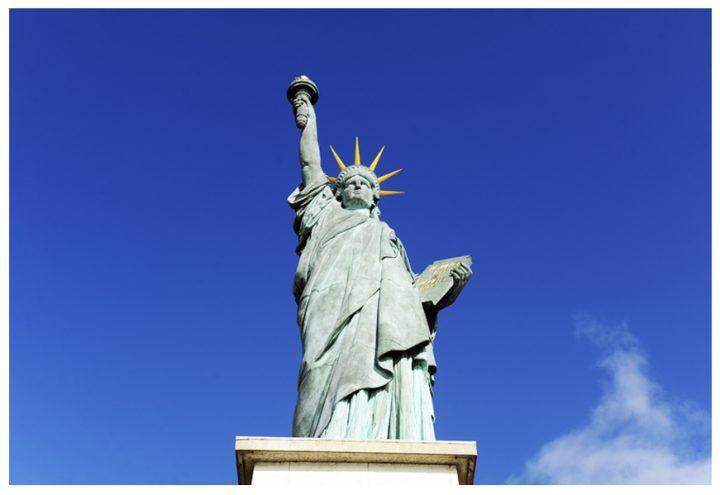 Une statue de la Liberté trône sur la pointe aval de l'île. C'est une réplique de la véritable Statue de la Liberté de New York. © Photos Didier Raux