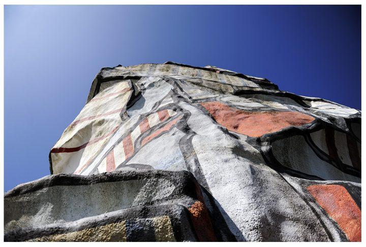 La Tour aux figures devait initialement être implantée place d'Italie à Paris, puis dans le parc de Saint-Cloud. © Photos Didier Raux