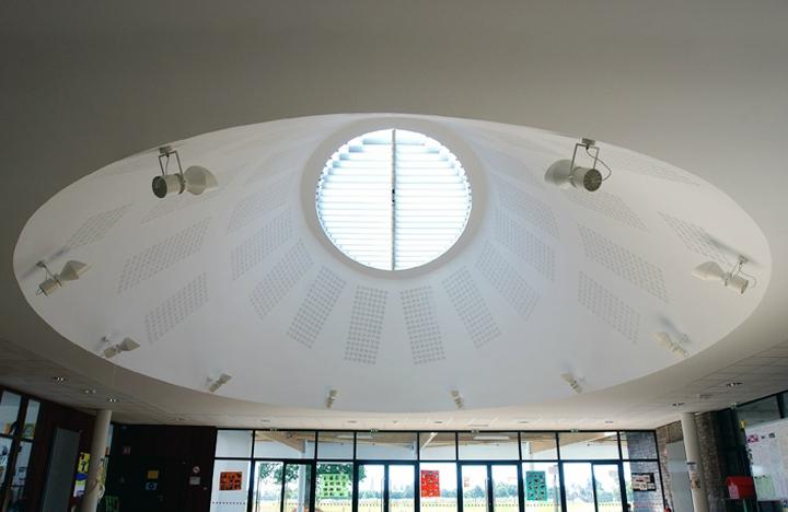 Morceau de bravoure de ce chantier : la réalisation de la coupole de 120 m2 du hall d'accueil. © Photo Didier Raux