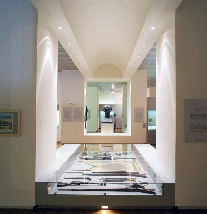 Les jeux de lumière et la forme des murs et des plafonds accentuent l'impression d'espace et donnent toute leur dimension aux expositions temporaires et permanentes. © Photo Didier Raux