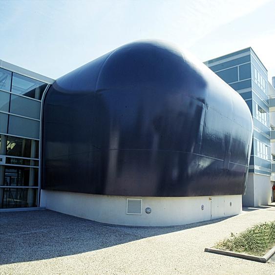 la proue de sous-marin bleu du Laboratoire ERMES à Orléans. © Photos Didier Raux