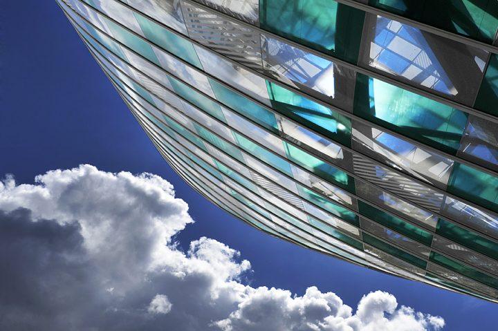 « Daniel Buren a conçu un projet grandiose, pertinent et enchanteur, fruit d'un dialogue véritable avec Frank Gehry et son bâtiment. Son oeuvre répond magnifiquement à l'architecture dans la continuité d'un travail, initié dès les années 1970, où se croisent couleurs, transparence et lumière. » Bernard Arnault, Président de la Fondation Louis Vuitton. © Photo Didier Raux