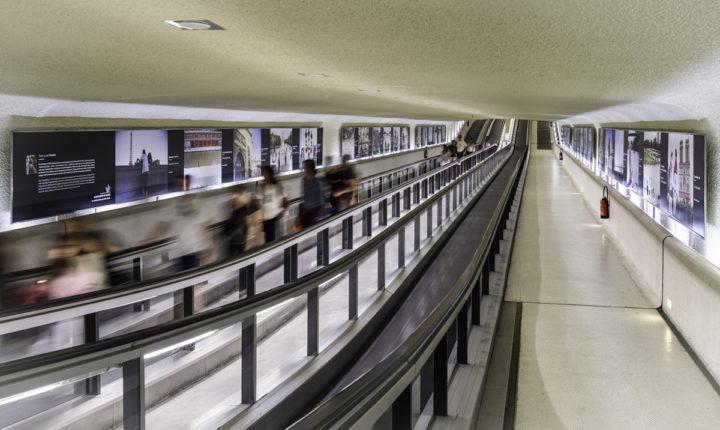 """En partenariat avec Aéroports de Paris, Art & The City a installé 68 des 80 photographies de l'exposition """"Patrimoines, l'histoire en mouvement"""".  © Photo  ALAIN LEDUC"""