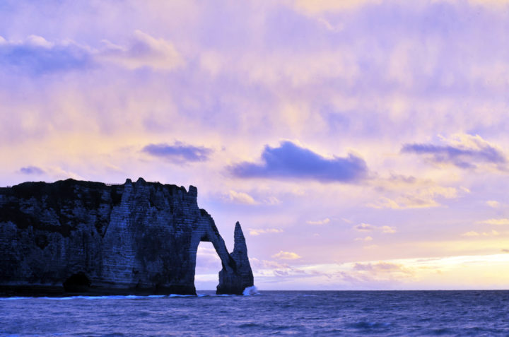 La forme singulière de ses falaises, que ce soit la Manneporte, la Courtine ou l'Aiguille, invitent à l'imagination. © Photo Didier Raux
